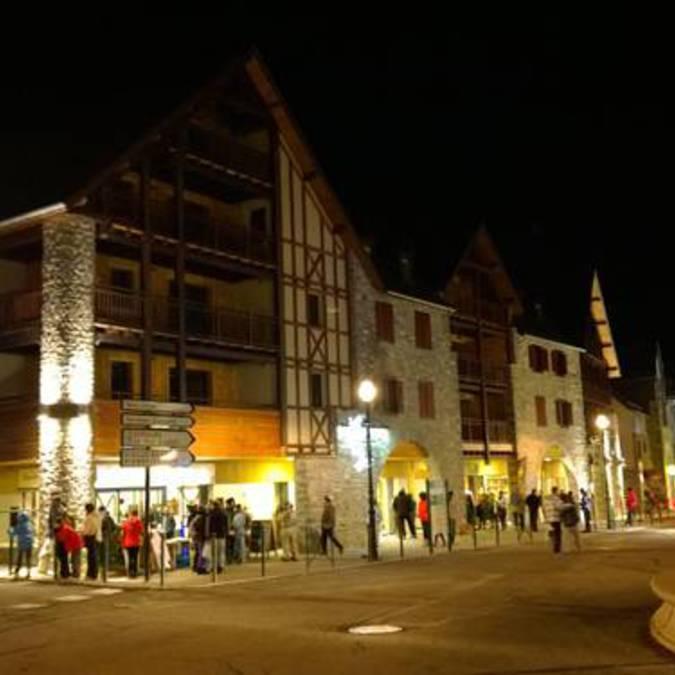 T2_village_saintlarysoulan_nuit_animations_ski_ete
